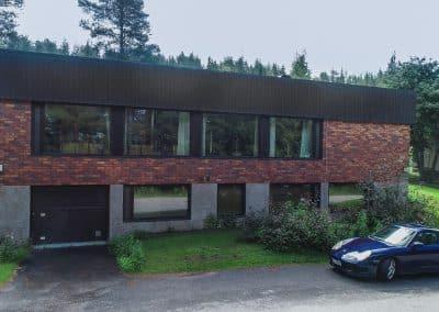 Villa Talo ulkoa auto parkissa exterior