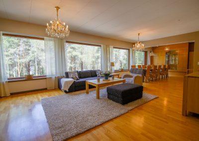 Tilava avara olohuone living room Villa Talo Rovaniemi